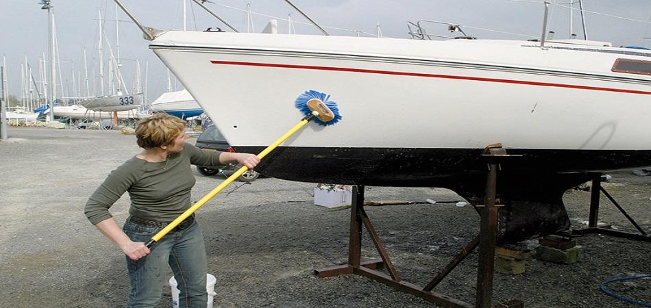 Comment déjaunir une coque de bateau ?