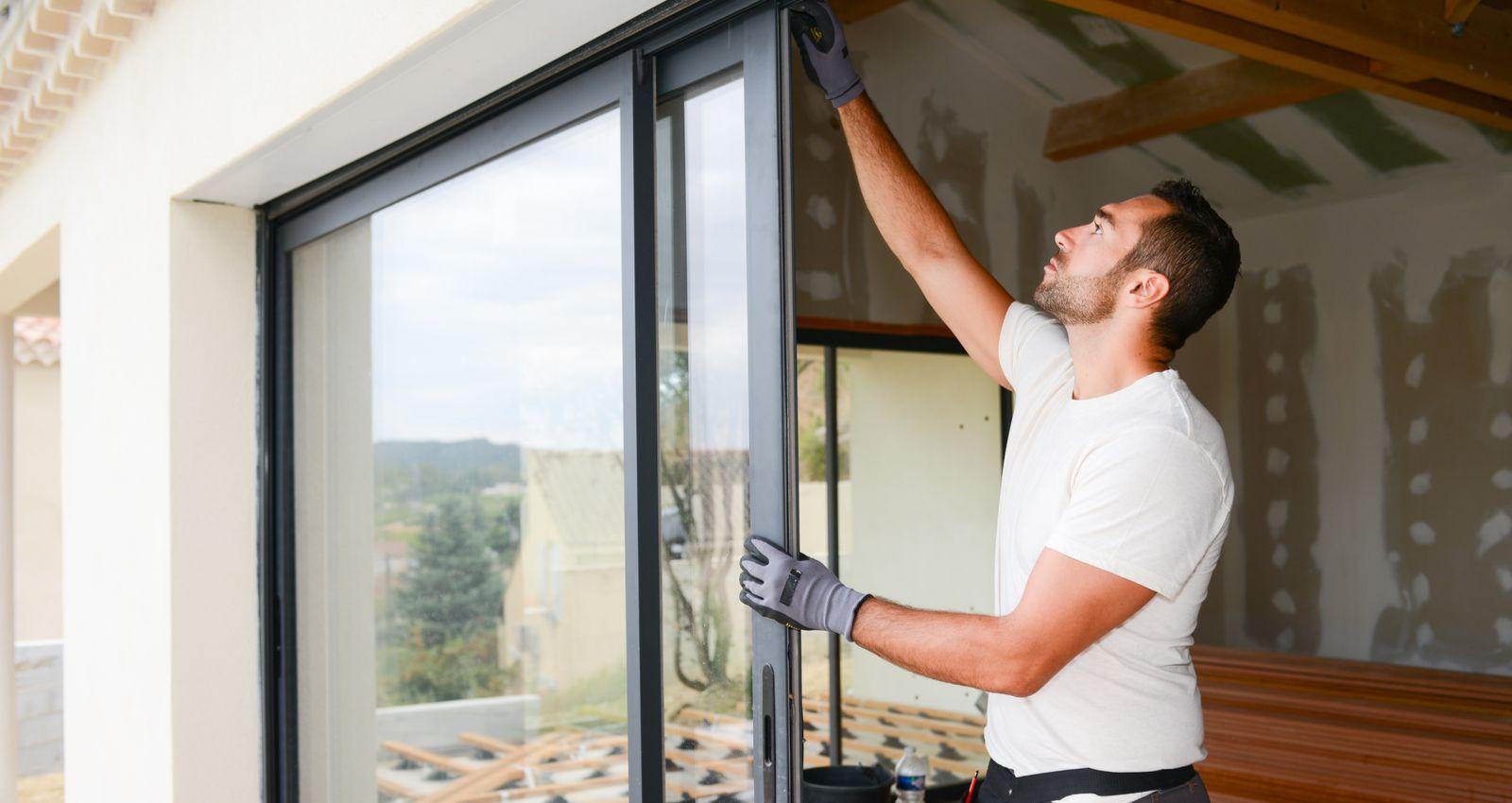 Par qui passer pour poser des fenêtres alu ?